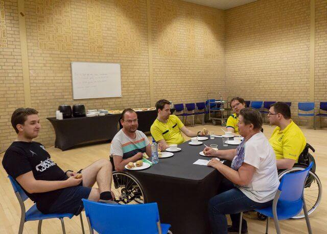 Lunch voor scheidsrechters en organisatie