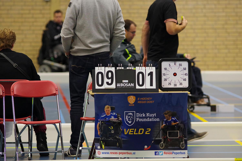 Scoreboard staat op 9-1. Bij het Dirk Kuyt Foundation Veld